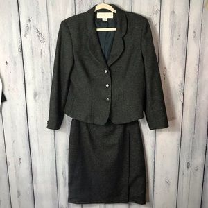 Doncaster Wool Silk Suit missing inside Button